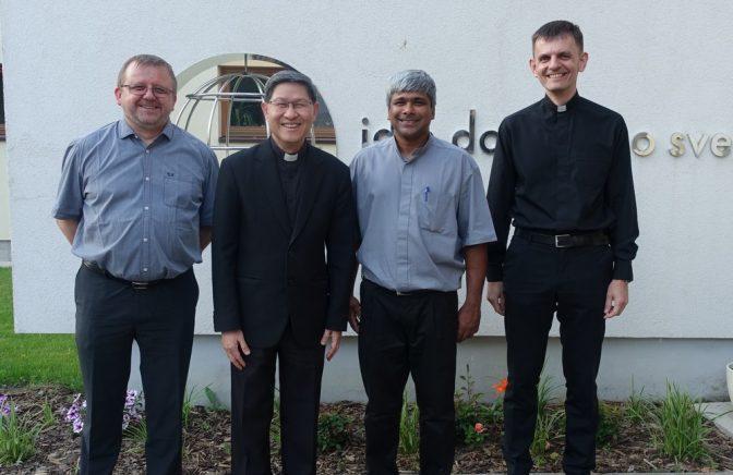 Filipínsky kardinál Luis Antonio Tagle navštívil dom verbistov v Bratislave